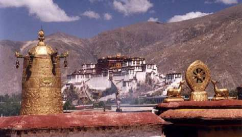 Potala Palce in Lhasa, coutesy http://perso.club-internet.fr/pchanez/index_eng.html
